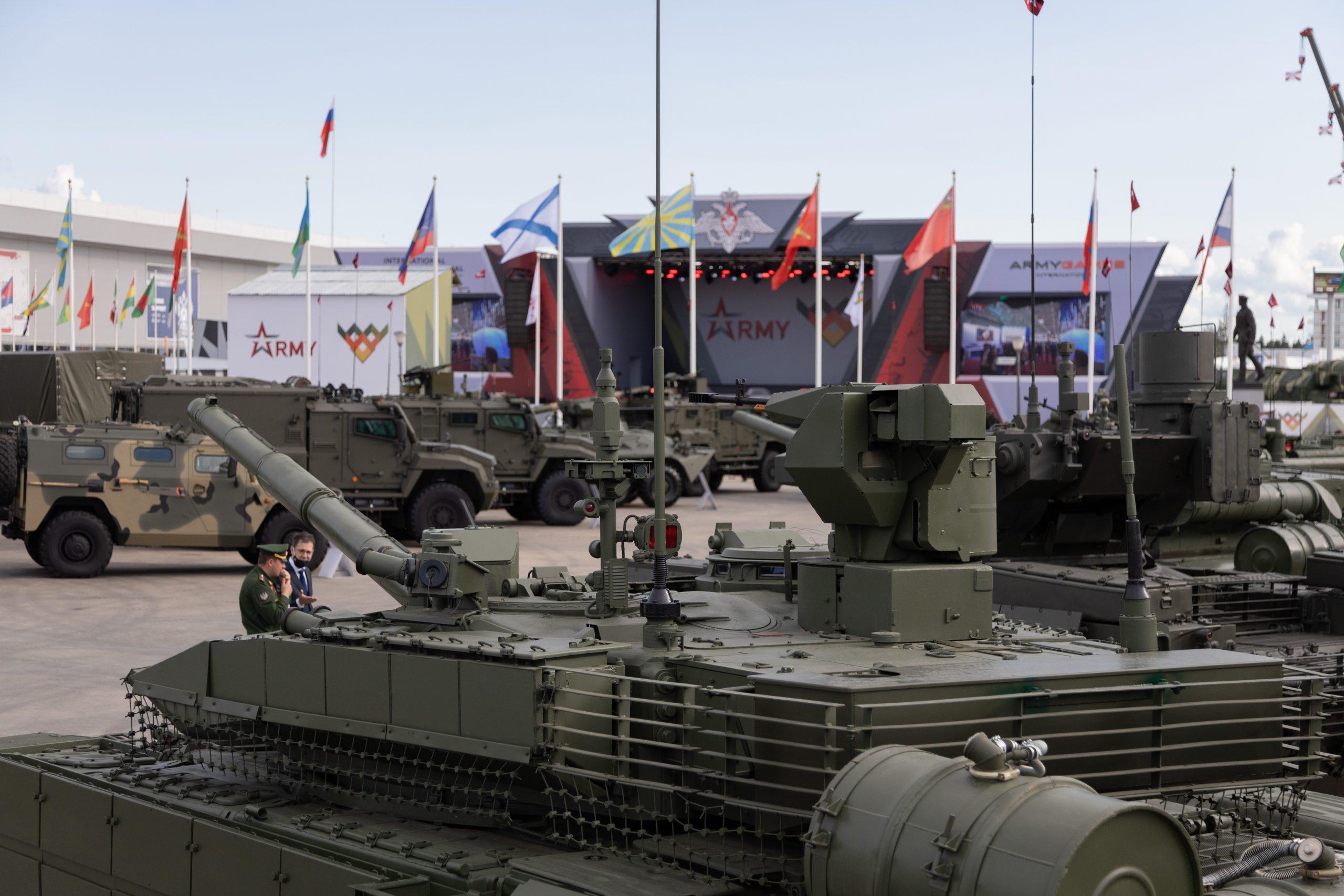 Выставка боевой техники на форуме Армия-2021